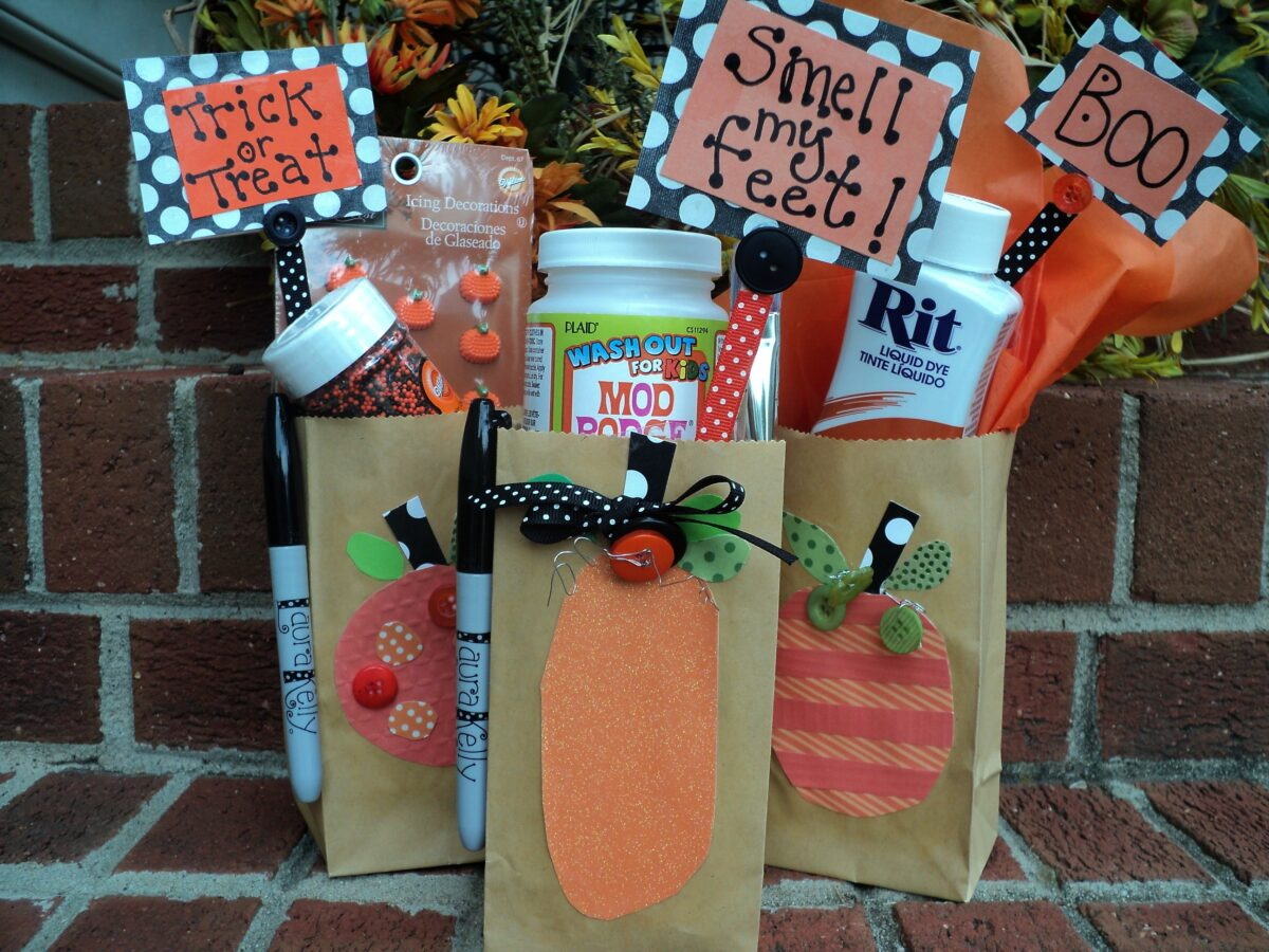Craft Lightning – Make SPOOKY Halloween Treat Bags