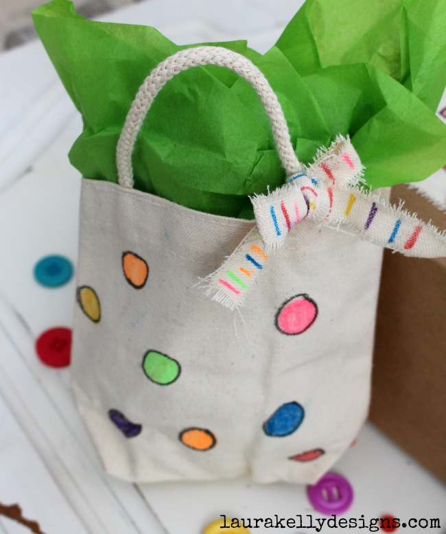 DIY Birthday Gift Wrapping With Fabric Markers
